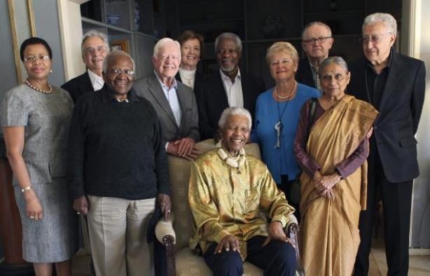 """""""Os Anciões são um grupo independente de eminentes líderes mundiais, reunidos por Nelson Mandela, que oferecem a sua influência coletiva e experiência para apoiar a construção da paz, ajudar a resolver as principais causas de sofrimento humano e promover os interesses comuns da humanidade"""". (Do Site Oficial)"""