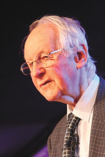 Nascido em 27 de abril de 1921, na Inglaterra, Rev. John Stott morreu hoje (27/07/2011) em Londres, aos 90 anos de idade.