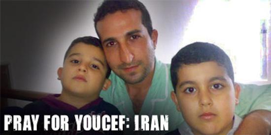 Pastor Youcef Nadarkhani e seus dois filhos: Joel, 7 anos, e Daniel, 9 anos.