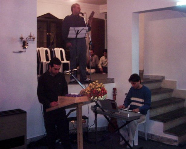 Pr. Youcef Nadarkhoni pregando em sua igreja...
