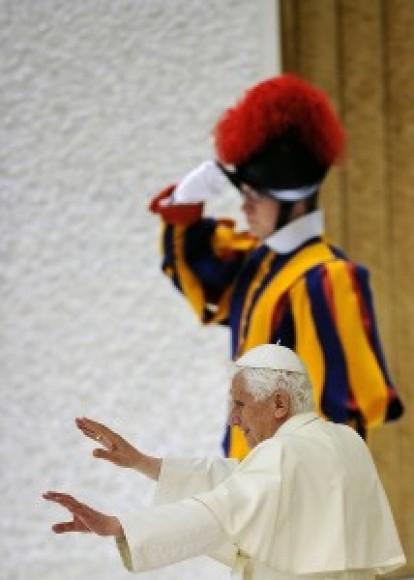 """""""Eu pensava que o que o ameaçava o Planeta eram as guerras e a injustiça social, mas o Papa Bento XVI pensa que é o casamento homossexual"""". Dep. Federal Jean Wyllys Foto: AFP"""