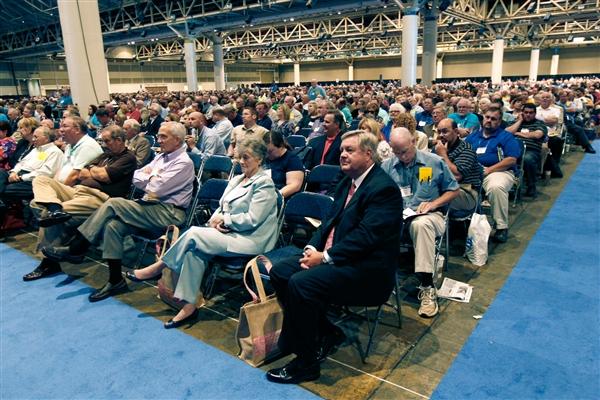 Os participantes da Convenção Batista do Sul em Nova Orleans. A resolução aprovada quarta-feira diferencia os direitos dos gays dos direitos civis.
