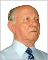 Rev. Valter Graciano é Ministro da Igreja Presbiteriana do Brasil desde 1964 tendo sido jubilado em 2009. Continua em pleno vigor de suas funções profissionais como renomado tradutor de dezenas de títulos e, em seu maior volume, das obras do grande reformador João Calvino. Casado com Dona Cremilda. Tem cinco filhos e dez netos.